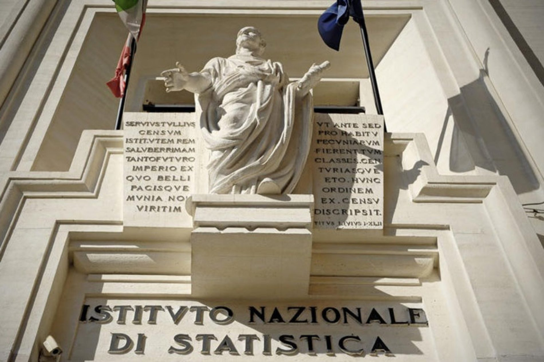 Economia: Istat conferma crescita anche su base annua